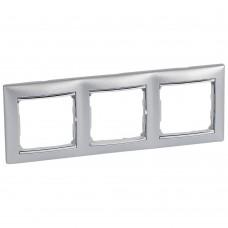 Рамка трехместная Legrand Valena 770353 горизонтальная алюминий/серебряный штрих